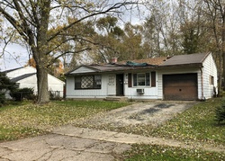 Bank Foreclosures in WOODSTOCK, IL